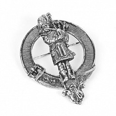 Finest quality 100% Pewter Cap Badge with Piper enclosed within the traditional strap and buckle. Favoured among pipers and band members. This is a stunning piece of carftmanship.