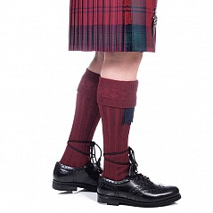 Kilt Socks, burgundy. Finest quality wool rich Kilt Hose with a ribbed leg section and patterned turn-over top. Wool mix for wearing comfort: 40% Wool / 40% Nylon / 20% Acrylic