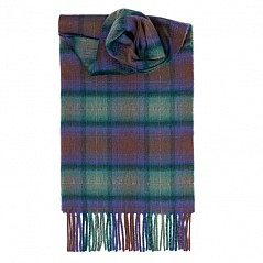 Tartan never goes out of style. What better way to stay warm in winter than wrapping yourself up in this soft and cosy luxurious cashmere scarf. This scarf is made from 100% supersoft luxurious